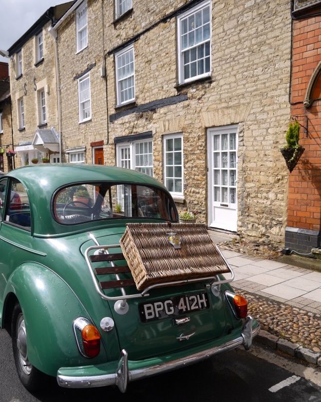 Cool vintage Morris Minor - love the wicker hamper on the back!