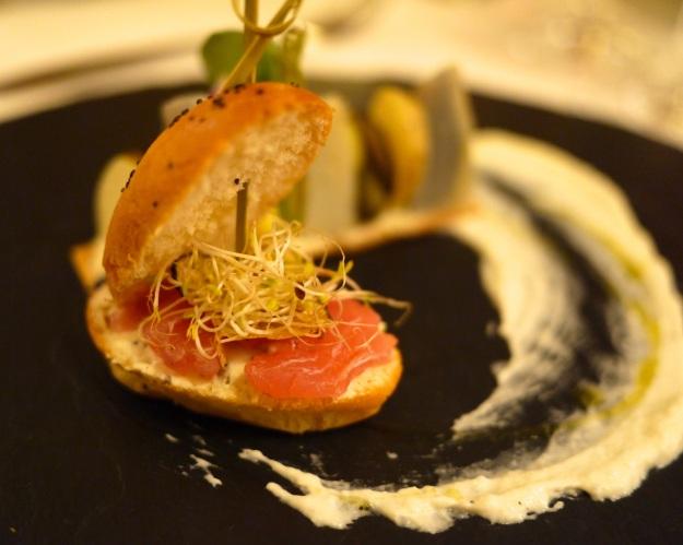Pan Pagnat | de thon en sashimi et truffle (tuber brumale), tartine artichaut, camus, ratte de Noirmoutier, crème de choux fleur aux noisettes torréfiées