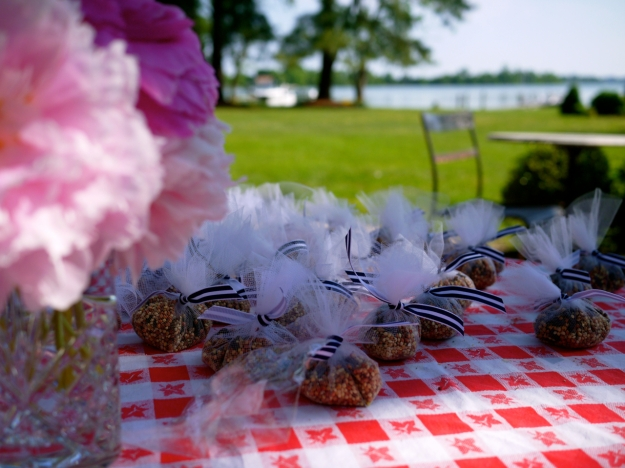 Birdseed pouches wedding table