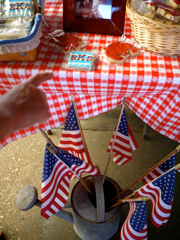 Crab Feast Flags Table