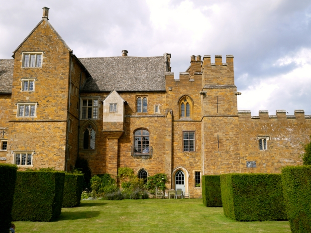 Broughton Castle Outside House
