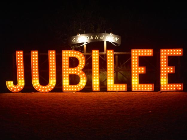 Garden Gun Jubilee Oyster Roast sign