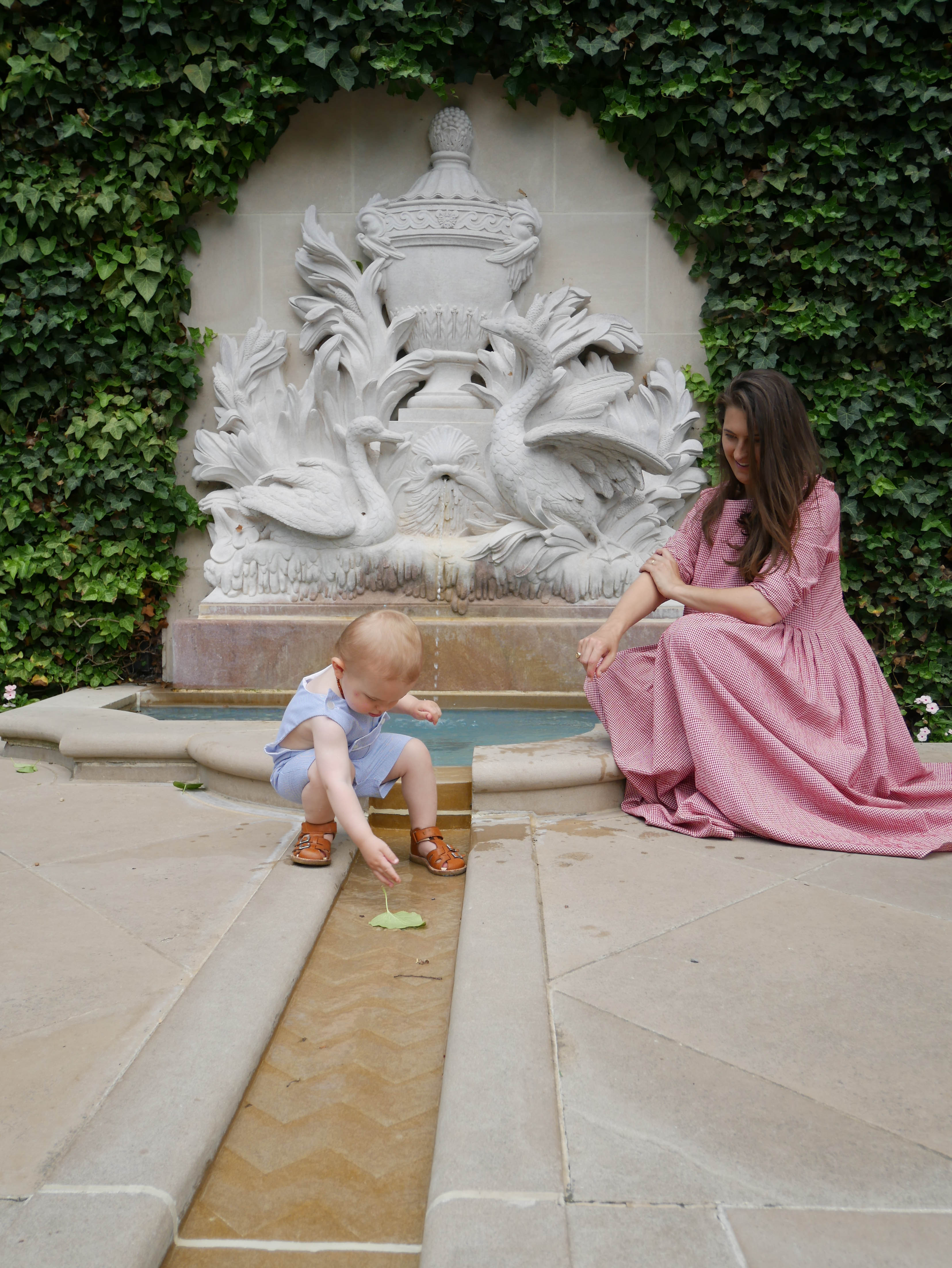 Hillwood fountain mama luc